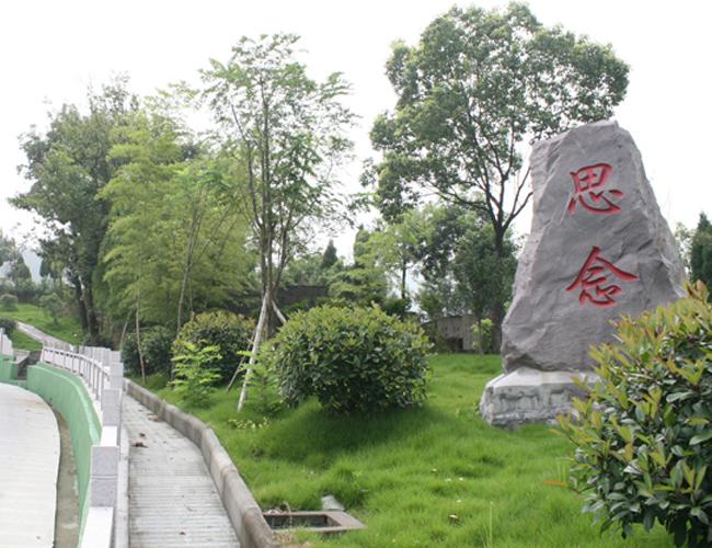 龙凤墓园风景秀丽,鸟语花香,环境优雅,是为寄哀思,举孝悌,风媒花,福