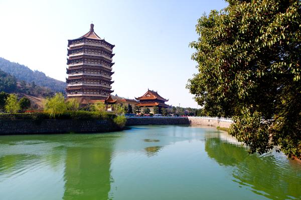 三河灵山宝塔陵园有限是经民政部门批准的合法经营性公墓.