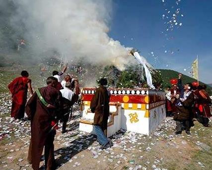 藏族原始宗教祭祀的习俗_91搜墓网